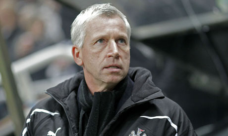 Alan Pardew watches on as Newcastle United play Arsenal