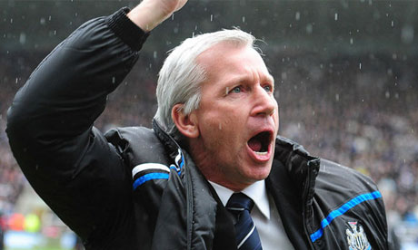 Alan Pardew celebrates Newcastle United's equaliser at St.James' Park