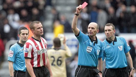 Lee Cattermole is awarded a red card by Mike Dean in the Tyne-Wear derby
