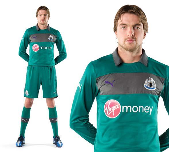 Tim Krul models the 2012/13 Newcastle United keepers kit
