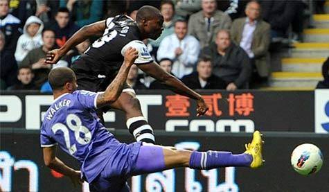 Shola Ameobi rifles home Newcastle United's equaliser against Spurs