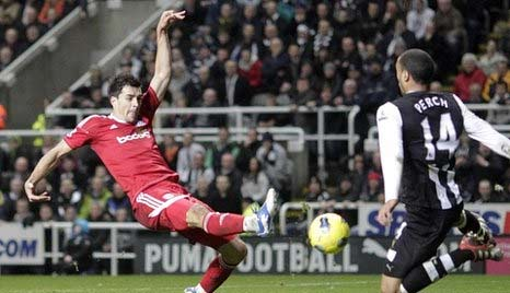 Paul Scharner scores against Newcastle United