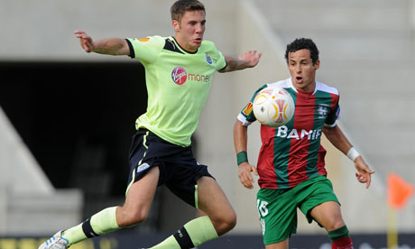 Dan Gosling in action against Maritimo in the Europa League