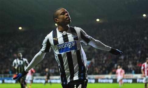 Loic Rémy celebrates after scoring against Stoke City
