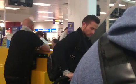 Yohan Cabaye preparing to board flight to Paris