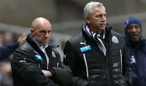 Steve Stone and Alan Pardew watch on as Spurs take the lead against Newcastle