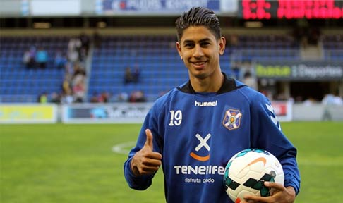 Ayoze Perez salutes the Tenerife supporters