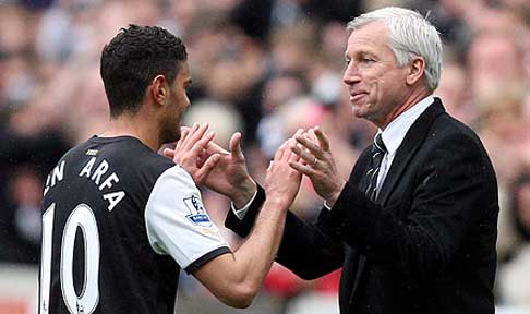 Hatem Ben Arfa is congratulated by Newcastle manager Alan Pardew