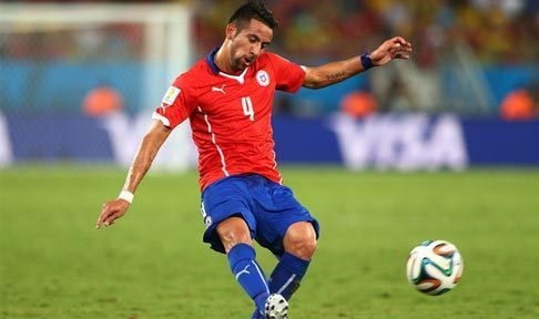 Mauricio Isla in action for Chile at the 2014 World Cup