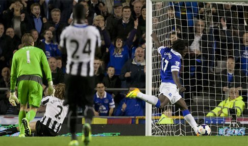 Romelu Lukaku scores for Everton against Newcastle at Goodison Park