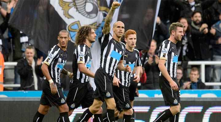 Gabriel Obertan celebrates scoring against Leicester City